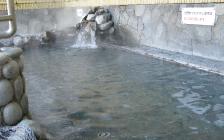 お湯の色は「微蛋白石濁」(ほとんど無色)